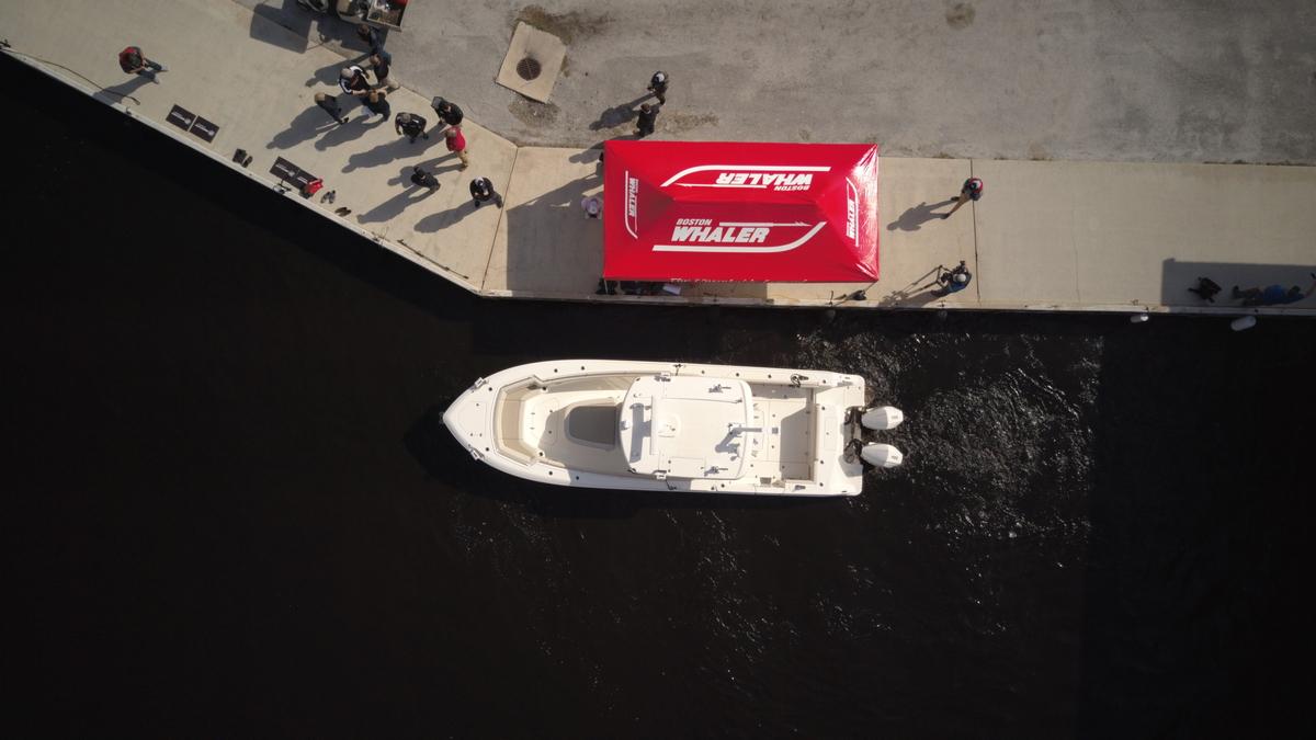 Autonomous docking boat